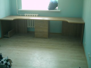 Мебель для детской.Стол.
