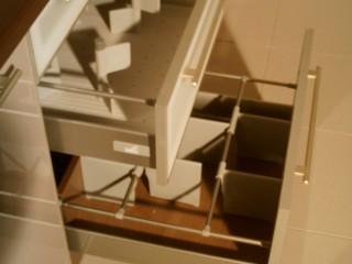 Выдвижные системы фирмы Hettich обеспечивают плавное и бесшумное закрытие ящиков.