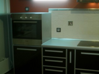 Духовой шкаф на уровне глаз позволяет контролировать приготовление любимых блюд,не наклоняясь.