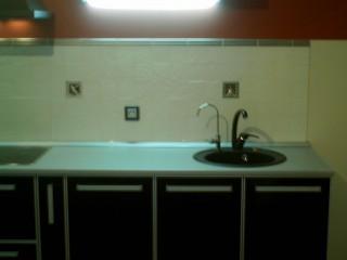 В мойке из композитных материалов возможно дополнительно установить кран для питьевой воды или дозатор для моющего средства.